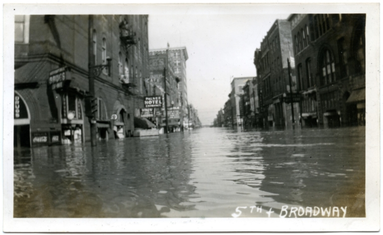 Broadway Street in downtown Paducah during '37 flood.