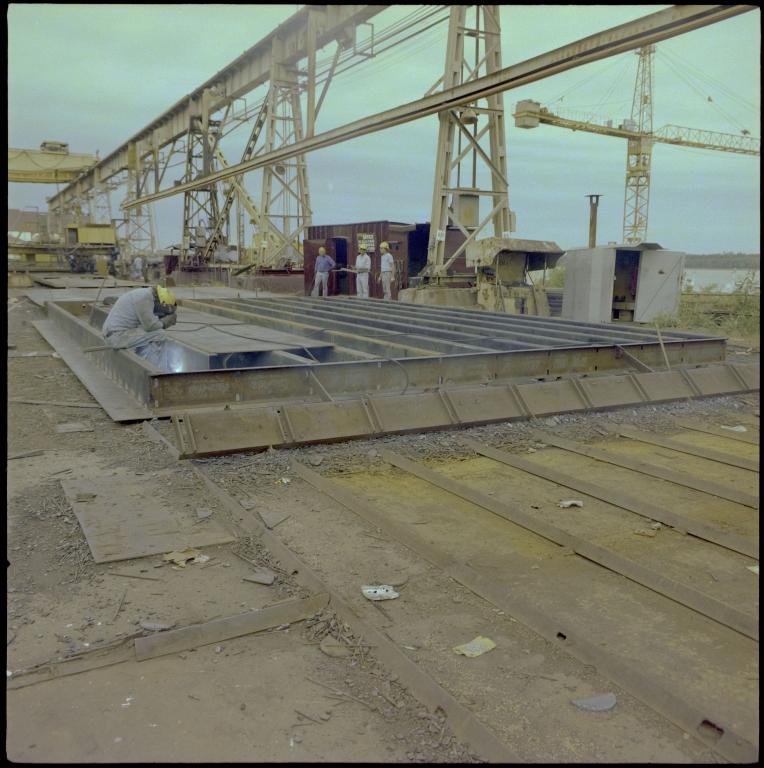 Paducah Marine Ways Barge Construction